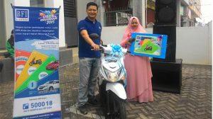 bfi-pekanbaru-serahkan-hadiah-motor_20150906_203328